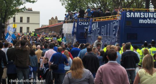 chelsea fc parade 2006 200.000 fans along the Kings road